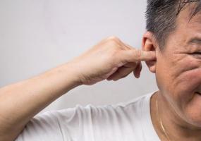 Cerumen oreille ou acouphènes, otite