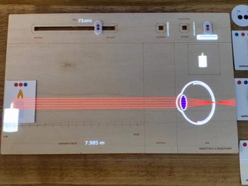 Table à réalité augmentée , myopie, hypermtéropie, comme dans un musée à Bordeaux